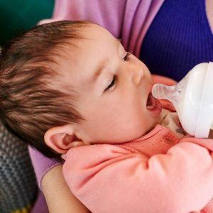 Combien de biberons donner à votre bébé par jour?